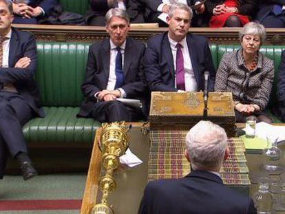 Las causas detrás del bloqueo en el Parlamento y la guerra interna en el Gobierno de May