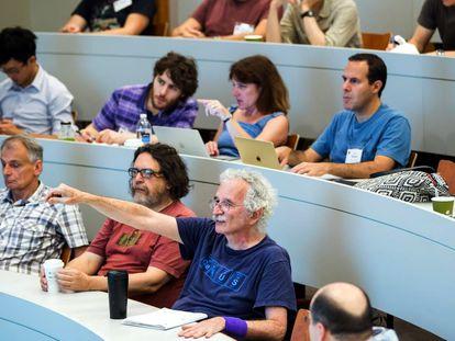 Doron Zeilberger pregunta durante una conferencia matemática.