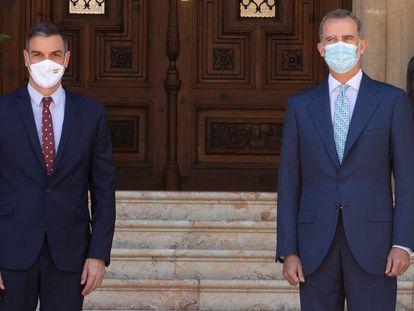 El  Felipe VI y Pedro Sánchez en el Palacio de Marivent. PAlma de Mallorca, 03/08/2021