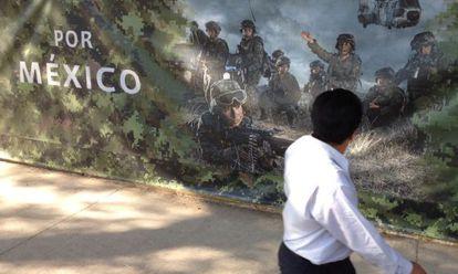 Imagen de 2012 de la valla que rodeaba el campo militar donde se levantó un monumento a las víctimas del narcotráfico en México.