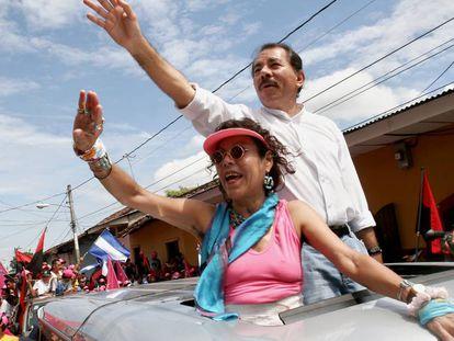 Daniel Ortega y Rosario Murillo en un mitin en Granada en 2006.