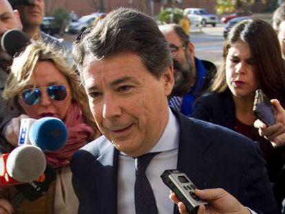 El expresidente de la Comunidad de Madrid ha comparecido como investigado (antes imputado) junto a su esposa y niega ante la juez tener sociedades en Panamá