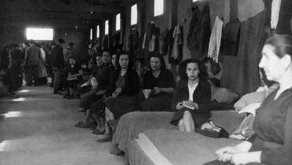 Sección de mujeres en las barracas del campo de Rivesaltes en 1941.