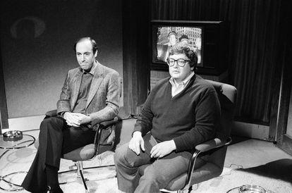 La fama de Gene Siskel y Roger Ebert les llevó a participar en programas de humor en los que se parodiaban a sí mismos. En la imagen, durante la grabación de una escena de 'Saturday Night Live' en 1982.