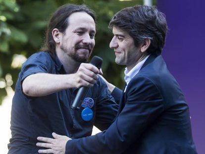 Iglesias y Suárez, durante el mitin de este miércoles en la Praza Vella de Ferrol.