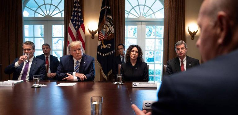 Donald Trump, reunido con grandes banqueros de Estados Unidos.