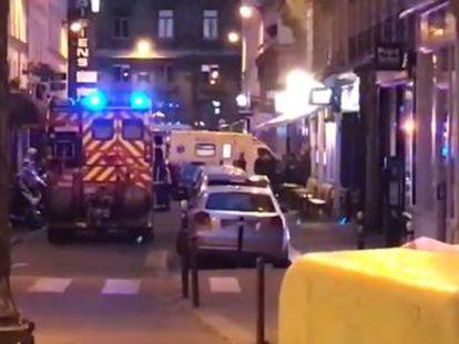 La fiscalía investiga la agresión como un acto terrorista. Cuatro personas han resultado heridas, dos de ellas graves. El agresor ha sido abatido