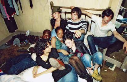 Pete Doherty and Carl Barat of the Libertines share a bed with friends at the Albion Hotel in 2002.