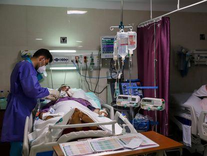 En el ensayo participan 600 hospitales de 52 países, entre ellos varios centro hospitalarios iraníes como el de la imagen.
