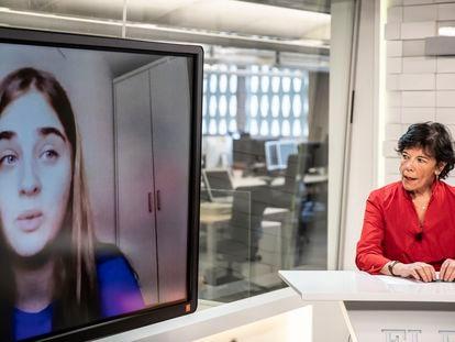 La ministra Isabel Celaá en el programa de El Pais 'La ministra responde'.
