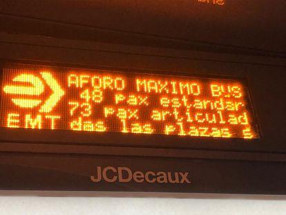 Letrero luminoso de la Empresa Municipal de Transportes (EMT) en Madrid, el pasado 18 de junio.