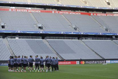 Los jugadores del Madrid, ayer, en el Allianz Arena.