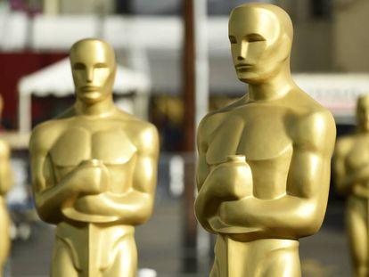 Estatuas de los Oscar en el Dolby Theatre de Los Angeles, este martes.