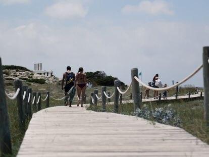 Camino en la playa de Ses Illetes, Formentera