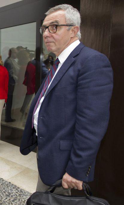José Lebrero, director artístico del Museo Picasso, a su salida de la reunión con el patronato en junio de 2011.