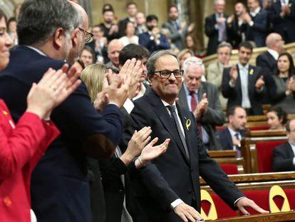 La bancada independentista aplaude la investidura de Quim Torra como presidente de la Generalitat.