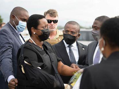 Martine Möise, la viuda del presidente haitiano, Jovenel Möise a su regresó este sábado a Puerto Príncipe / Oficina del Primer Ministro