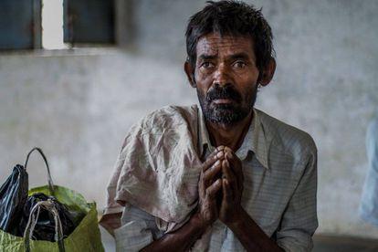 Venkatesh, de 45 años, enfermo de tuberculosis en Htpalli (India).