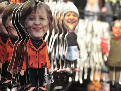 Marionetas con la figura de Angela Merkel en un mercado de Navidad en Berlín, en 2010.