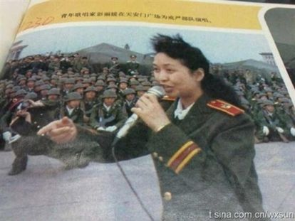 Imagen de Peng Liyuan, en 1989, publicada en Internet en 2013.