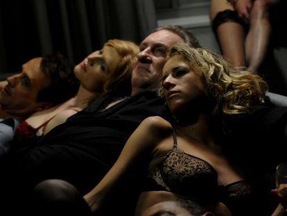 Una escena de la película 'Welcome to New York', con Gerard Depardieu caracterizado como Dominique Strauss-Kahn.