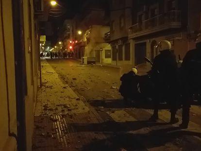 Disturbios de manifestantes en Linares (Jaén), este sábado.