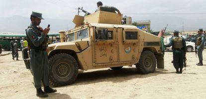 Fuerzas de seguridad afganas en la zona donde se ha producido el ataque este jueves.