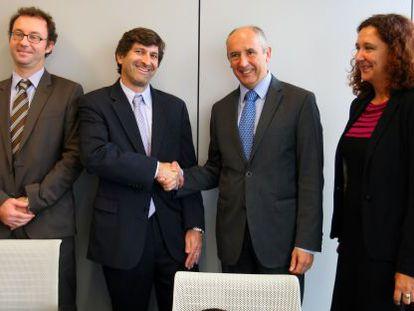 Josu Erkoreka, segundo por la derecha, saluda a la representación de la ONU.