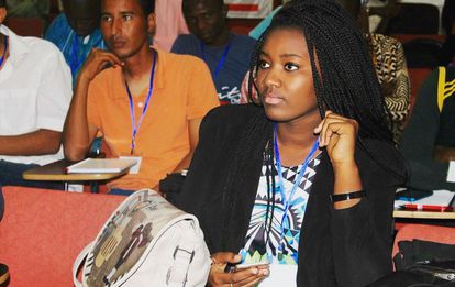 La bloguera guineana Dieretou Diallo, durante su participación en una conferencia.