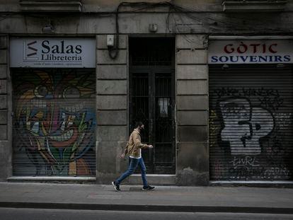 Las calles de Jaume I y Ferran, en el barrio Gòtic, son dos de las que más tiendas cerradas tienen por la falta de turismo.