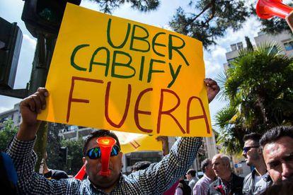 Protestas en Madrid contra la implantación de Uber y Cabify.