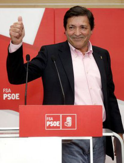 El candidato del PSOE a la Presidencia del Principado de Asturias, Javier Fernández, comparecencia en Oviedo tras conocer los resultados electorales.