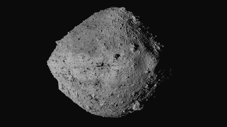 Imagen de Bennu tomada por la nave 'OSIRIS-REx'.