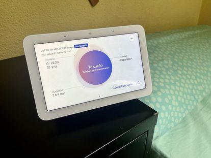 Google Nest Hub muestra los datos de sueño de un usuario.