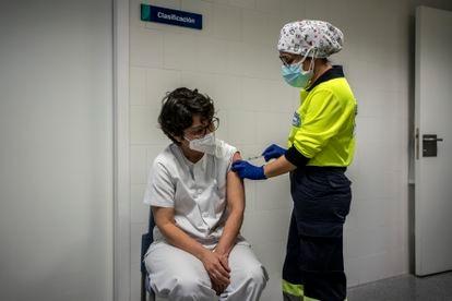 Vacunación de personal sanitario en Torrijos (Toledo) el 31 de enero.