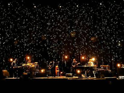 Bob Dylan y su banda en el escenario de Salamanca.