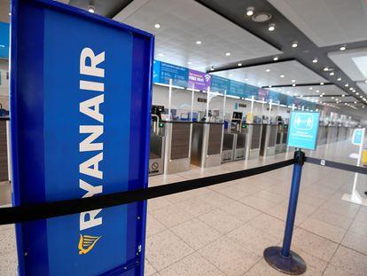 Mostrador de Ryanair en el aeropuerto de Gatwick.