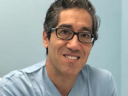 El doctor español Braulio Peramo trabaja en Emirato Árabes como ginecólogo