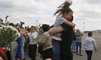Recibimiento de los prisioneros ucranios, este sábado, 7 de septiembre, en el aeropuerto de Kiev.