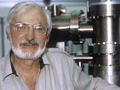 Heinrich Rohrer, pionero de la nanotecnología, en 1986.