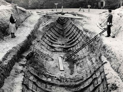 El barco de Sutton Hoo, durante su excavación en 1939.