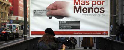 Cartel de la campaña, en la boca de la estación de Gran Vía.