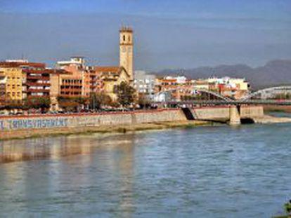 El río Ebro a su paso por Tortosa.
