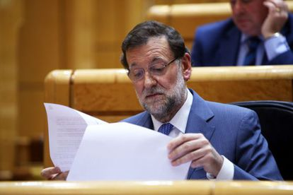 El presidente del Gobierno, Mariano Rajoy, en el pleno del Senado