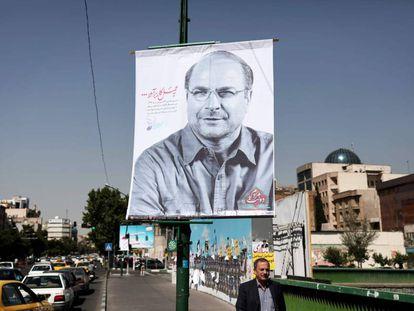 Pancarta del hasta hoy candidato a las presidencias iraníes, Mohammad Baqer Qalibaf, alcalde de Teherán.