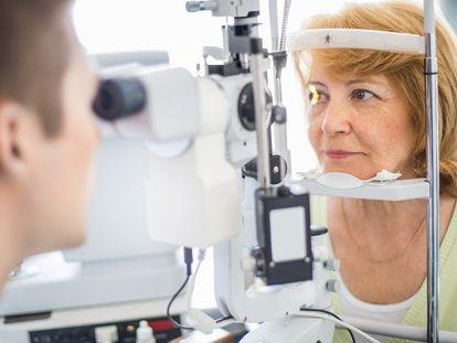 Unas 700.000 personas en España sufren esta enfermedad, que afecta a la zona de la retina que permite la visión más precisa.
