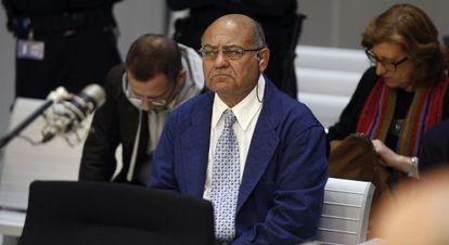 Díaz Ferrán en la Audiencia Nacional antes de suspenderse la vista.