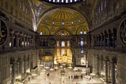 Aspecto del interior de Santa Sofía sin los andamios que la han recubierto durante 17 años.
