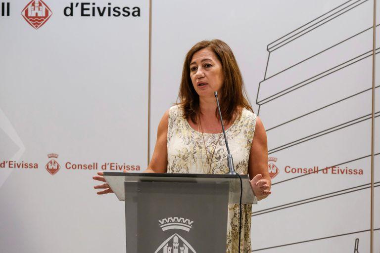 La presidenta del Govern, Francina Armengol, durante la rueda de prensa ofrecida este lunes en Ibiza.