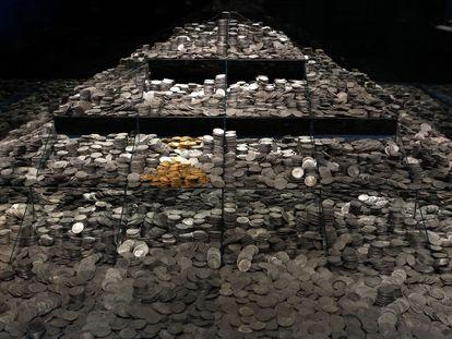 Unas 30.000 monedas de plata, además de algunas de oro, restauradas para una exposición en Madrid en 2014. Son solo una parte de las 500.000 que la empresa de arqueología submarina Odyssey expolió de la fragata 'Mercedes'.